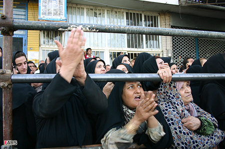 Iranians at a public execution this July. Only China executed more people than Iran in 2005 (Fars)