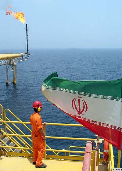 Iran -- oil platform near Siri Island (Persian Gulf), 15Jul2007