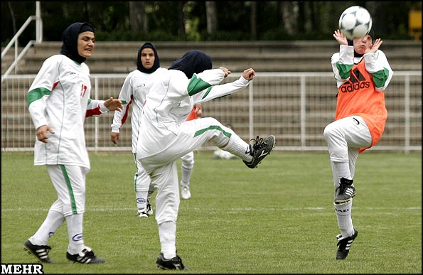 http://www.payvand.com/news/08/sep/Iranian-Women-Football2.jpg