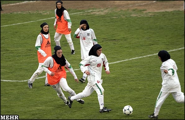 http://www.payvand.com/news/08/sep/Iranian-Women-Football3.jpg