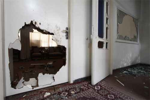 des voyous sacccage la résidence du grand ayatollah saanei  Sanei-office-attacked-by-thugs1