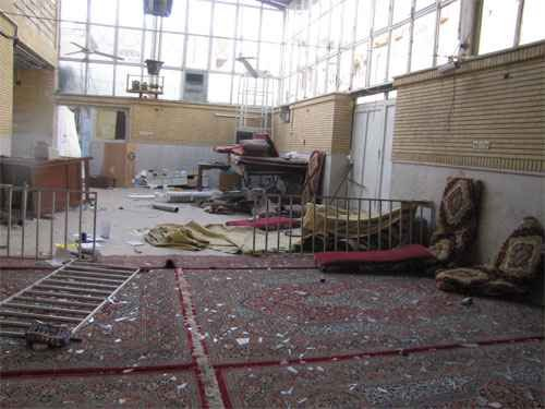 des voyous sacccage la résidence du grand ayatollah saanei  Sanei-office-attacked-by-thugs6