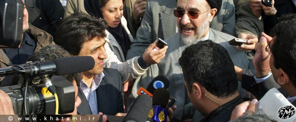 Mohammad Khatami with reporters