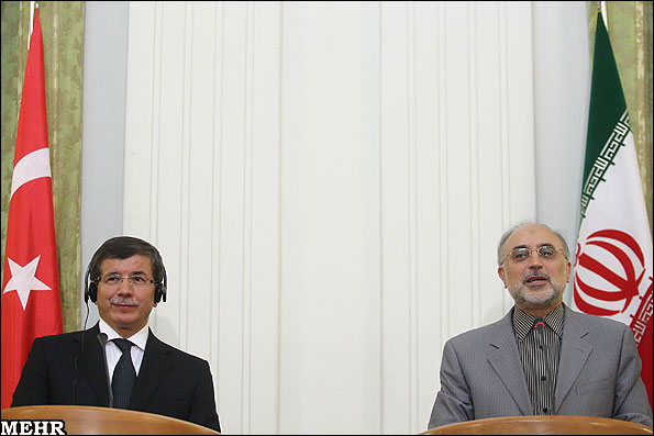 Turkish Foreign Minister Ahmet Davutoglu (left) and Iranian Foreign Minister Ali Akbar Salehi