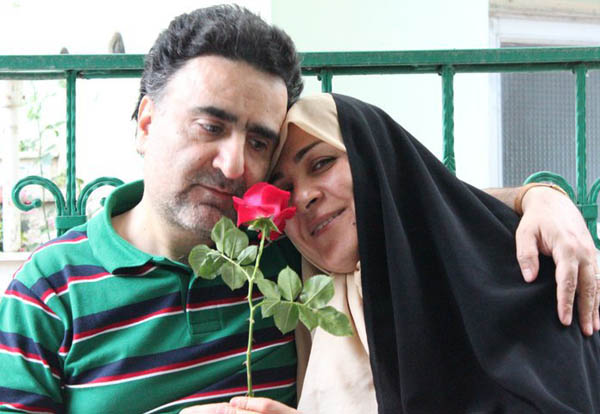 Mostafa Tajzadeh with his wife Fakhrolsadat Mohtashamipour