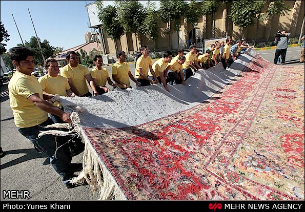 Photos Third Largest Persian Carpet Unveiled