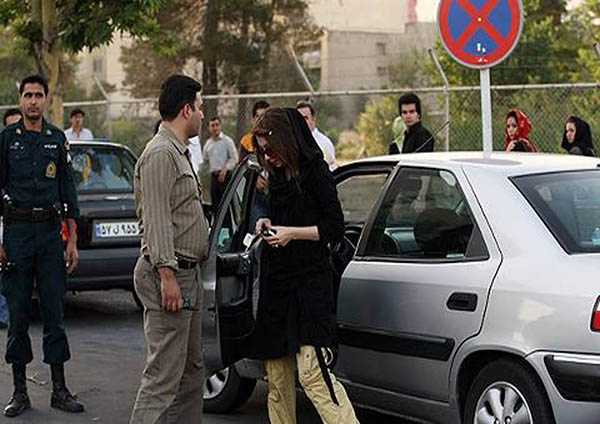 Contradictory Laws Exasperate Debate Over Iranian Women's Observance of Hijab in Cars