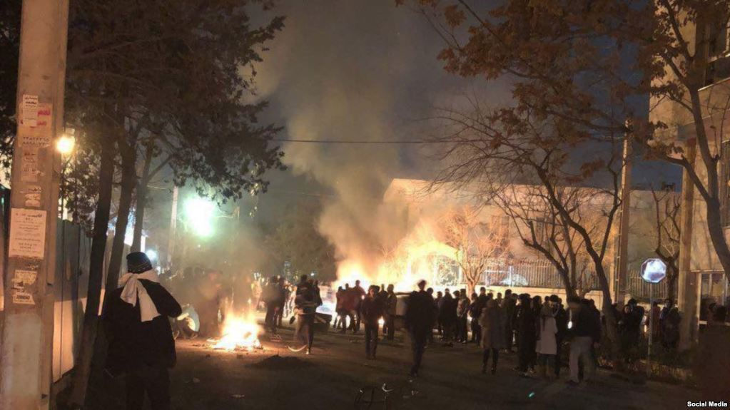 New clashes in Iran: police attacked by Sufi protesters