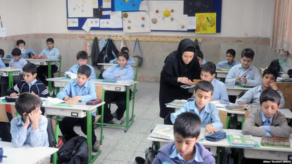 Iran bans English in primary school after leaders' warning